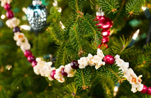 christmas-berry-popcorn-decoration-lg